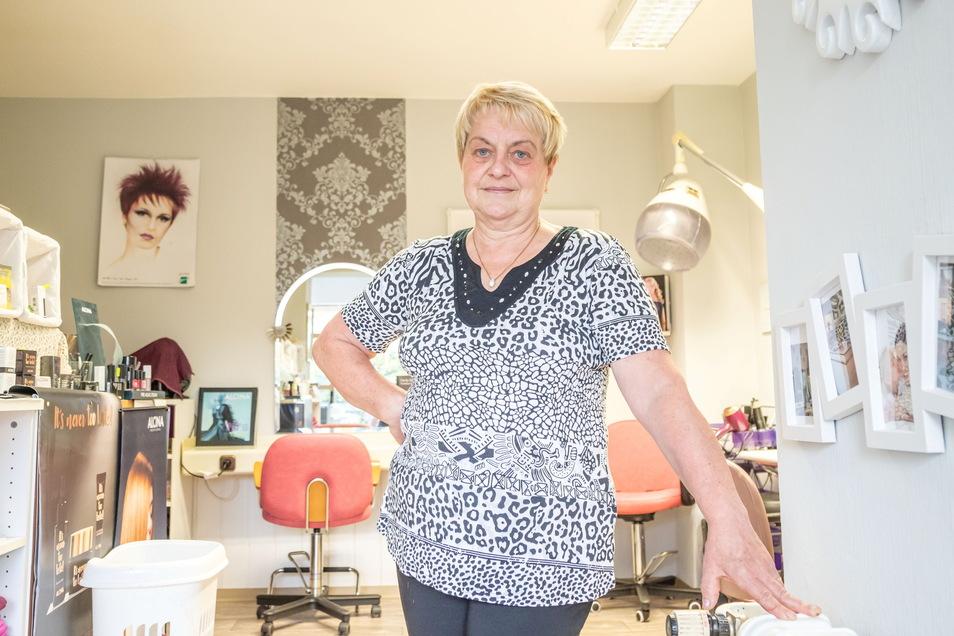 Gertraud Großmann ist als Friseurin in Neißeaue bekannt. In Zentendorf führt sie ihren Salon.