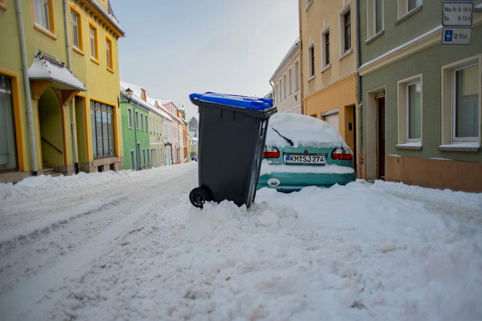 Über Schneeberge an Straßen in Kamenz haben sich etliche Einwohner dieser Tage geärgert. Jetzt reagiert die Stadt.
