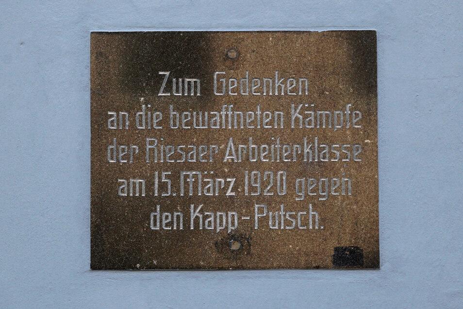 Die Einweihung erfolgte am 15. März 1970, 50 Jahre nach dem Putschversuch. Bei den Kämpfen trafen Arbeiter und Angehörige der Reichswehr aufeinander. An dieser Stelle gingen die bewaffneten Arbeiter in Stellung. Es kam zu ausgedehnten Feuergefechten. Die Bilanz waren zwei Tote und 23 zum Teil schwer Verletzte.