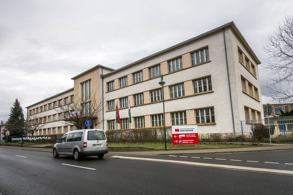 Das Archivfoto zeigt das Verwaltungsgebäude der Gröditzer Schmiedewerke an der B169.
