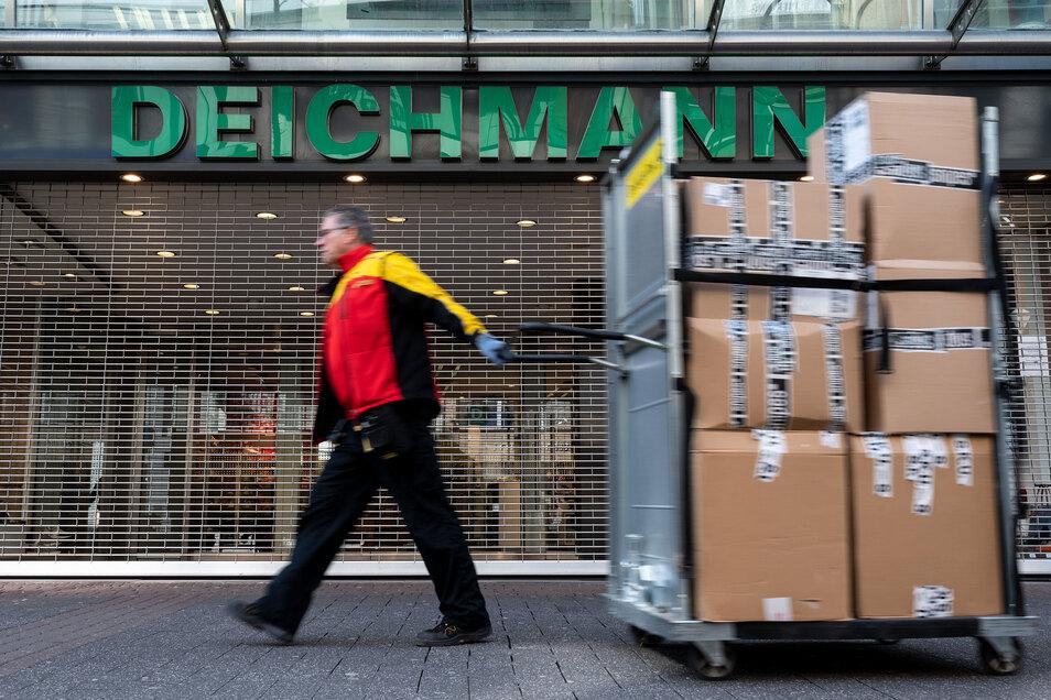 Wegen der Corona-Krise hat der Schuhkonzern Deichmann die Mietzahlung in Deutschland gestoppt.