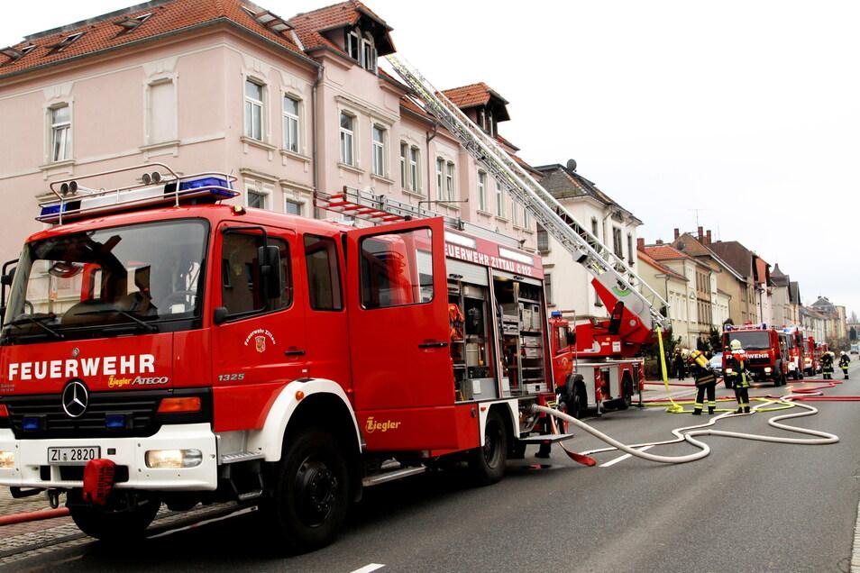 Wie wichtig die Zittauer Feuerwehr für die Stadt ist, zeigt nicht nur dieser Einsatz an der Löbauer Straße.