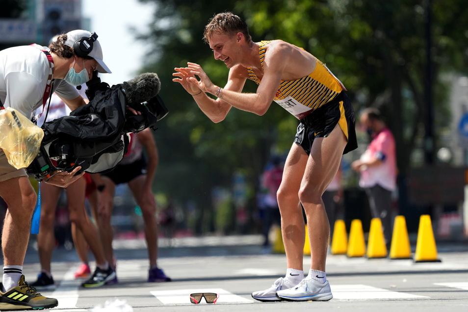 Mit herzlichen Grüßen nach Hause: Jonathan Hilbert kann es nicht fassen, er hat Olympia-Silber gewonnen.