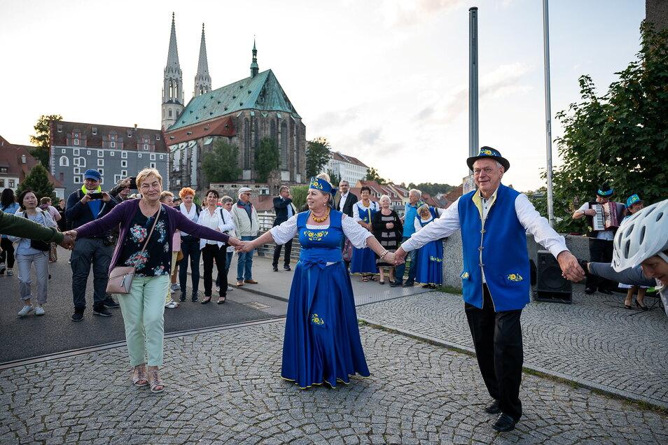 Getanzt wurde auf der Görlitzer Altstadtbrücke zu Klängen der polnischen Kapelle Podgranica. Die geteilte Stadt Görlitz/Zgorzelec gehörte dem Oberlausitzer Sechsstädtebund an.