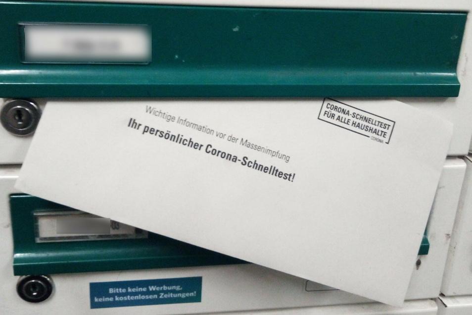 In mehreren Dresdner Stadtteilen landete in den letzten Tagen dieser Umschlag im Briefkasten. Der Absender ist von Sicherheitsbehörden als Verdachtsfall Rechtsextremismus eingestuft.