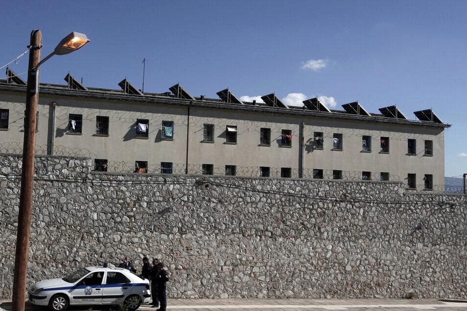 Der Mann wurde in das zentrale griechische Gefängnis Korydallos nahe Athen überführt.