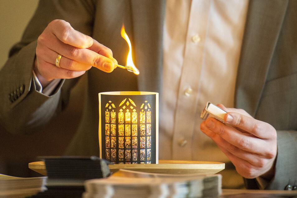 Jeder sollte sein Licht anzünden und tragen - so die Anregung der Friedenskirche Radebeul zum Martinsfest.