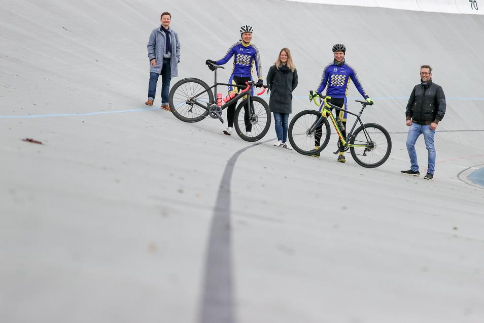 Auf dem Weg ins Kulturhauptstadtjahr 2025 wollen 78 ambitionierte Freizeitradfahrer in zwei Etappen von Chemnitz nach Prag und wieder zurück fahren.
