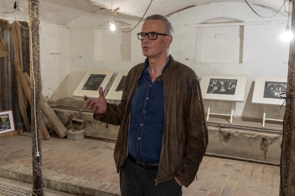 Maler Markus Retzlaff hatte Mitte der 80er eine Bildermappe geschaffen, die im April 1989 beschlagnahmt wurde. In Gostewitz zeigte er jetzt Teile daraus.