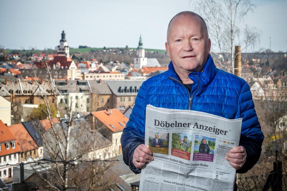 Reinhard Kästner in jungen Jahren mit der Kuriertasche, mit der die Beiträge in die Druckerei gebracht wurden. Nach der Wende gehörte er zu den ersten Redakteuren des Döbelner Anzeigers. Seit einigen Jahren ist der 70-Jährige im Ruhestand.