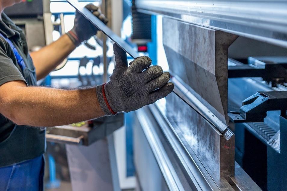 Maschinen für die Holz- und Metallbearbeitung erleichtern Menschen in etlichen industriellen Sparten die Arbeit.