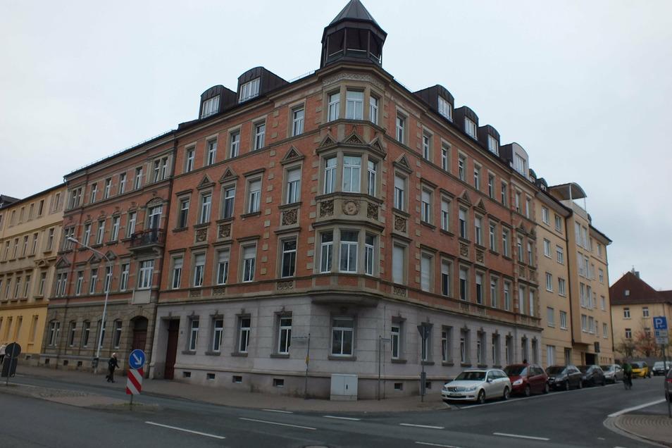 Mitte der 1990er-Jahre wurde das Haus am Alexander-Puschkin-Platz 3b von den Eigentümern verkauft. Die neuen Hauseigentümer sanierten das Ende des 19. Jahrhunderts errichtete Gebäude.