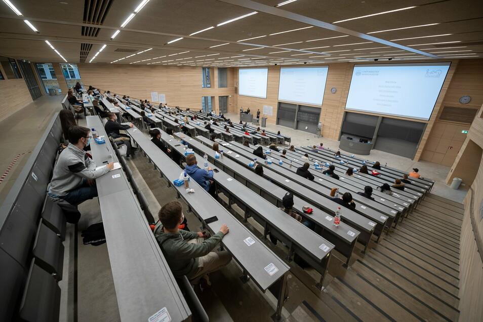 Ein Privatdozent vom Sorbischen Institut Bautzen hält künftig an der Universität in Oldenburg Vorlesungen und Seminare. Er wurde dort zum außerordentlichen Professor berufen.