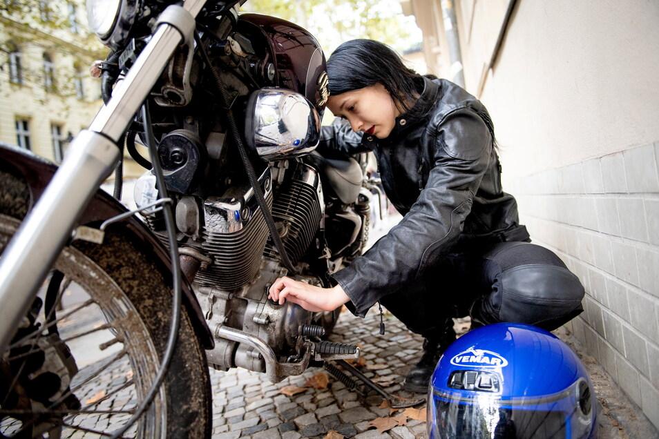 Liebling auf zwei Rädern: Praktisch, wenn man bei Pflege und Wartung seines Oldie-Motorrads selbst Hand anlegen kann. Oft entscheidet die Ersatzteilsituation, ob die Beschäftigung Lust oder Frust ist.