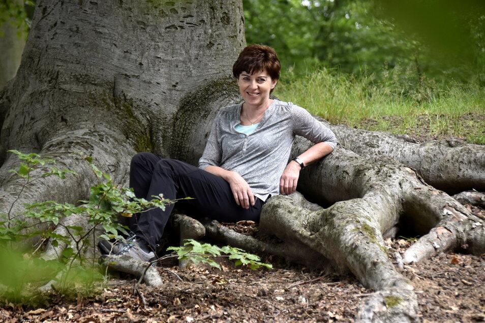 """""""Waldbaderin"""" Diana Mirtschink zeigt, wie man sich im Wald seelisch erholen kann."""