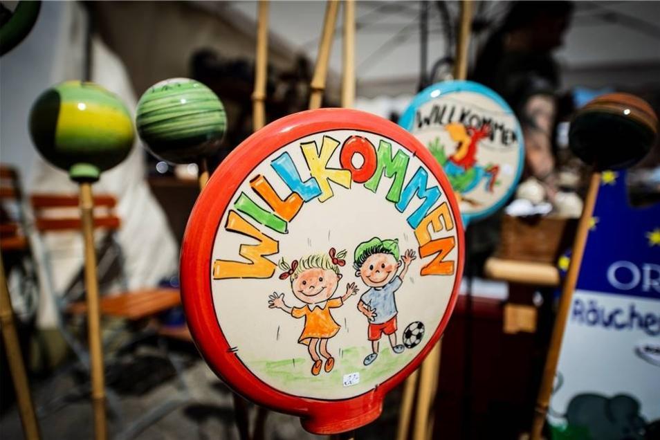 """Herzliche """"Willkommen"""" hieß am Wochenende der Tippelmarkt die Besucher der Görlitzer Altstadt. Und das nicht nur mit liebevoll gefertigten Töpferwaren an den zahlreichen Ständen."""