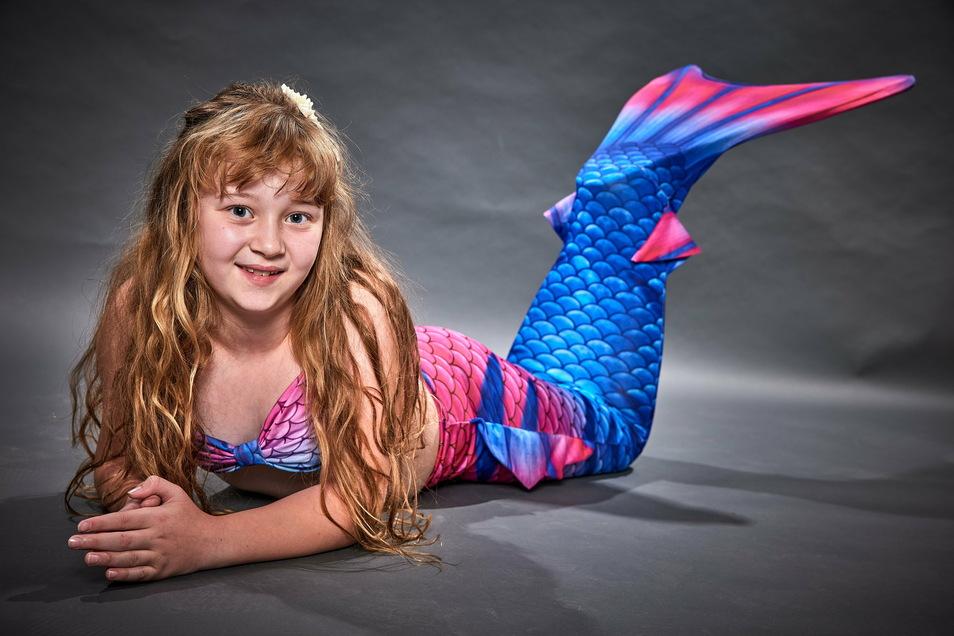 Janine Küpper aus Pirna mag die Unterwasserwelt. Sie präsentiert die Sportart Meerjungfrauen-Schwimmen.