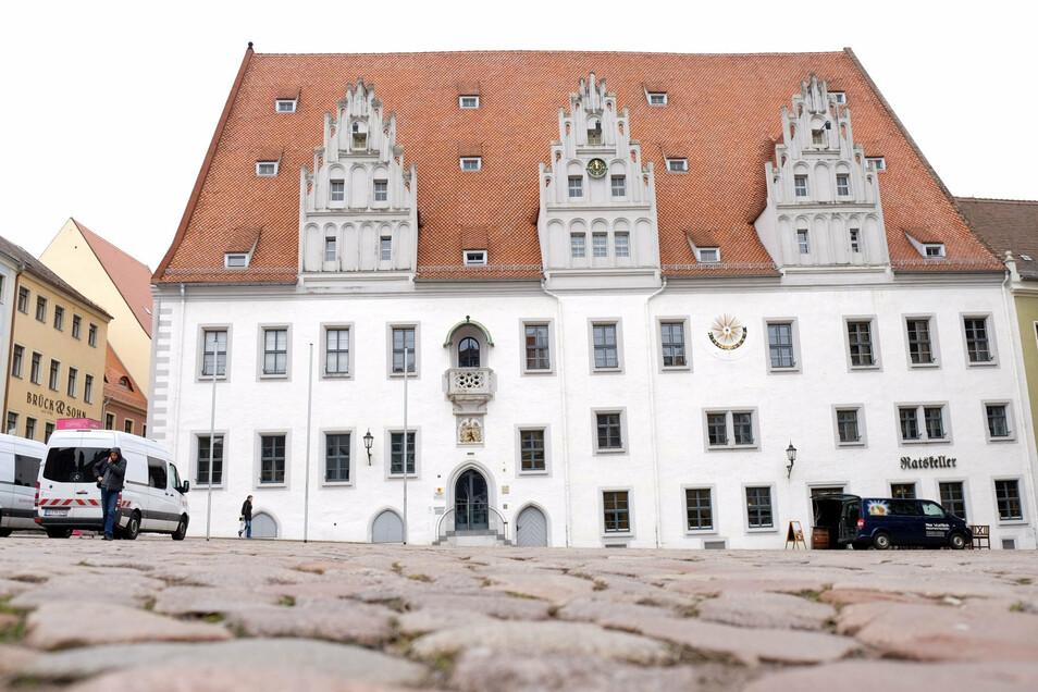 Im Großen Ratssitzungssaal des historischen Rathauses tagen am Mittwoch die Meißner Stadträte