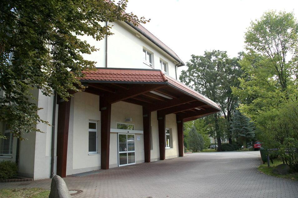 Die Notaufnahme im Krankenhaus Emmaus in Niesky soll schon seit Jahren umgebaut werden. Rechtliche Auflagen und Verordnungen haben zu Verzögerungen geführt.