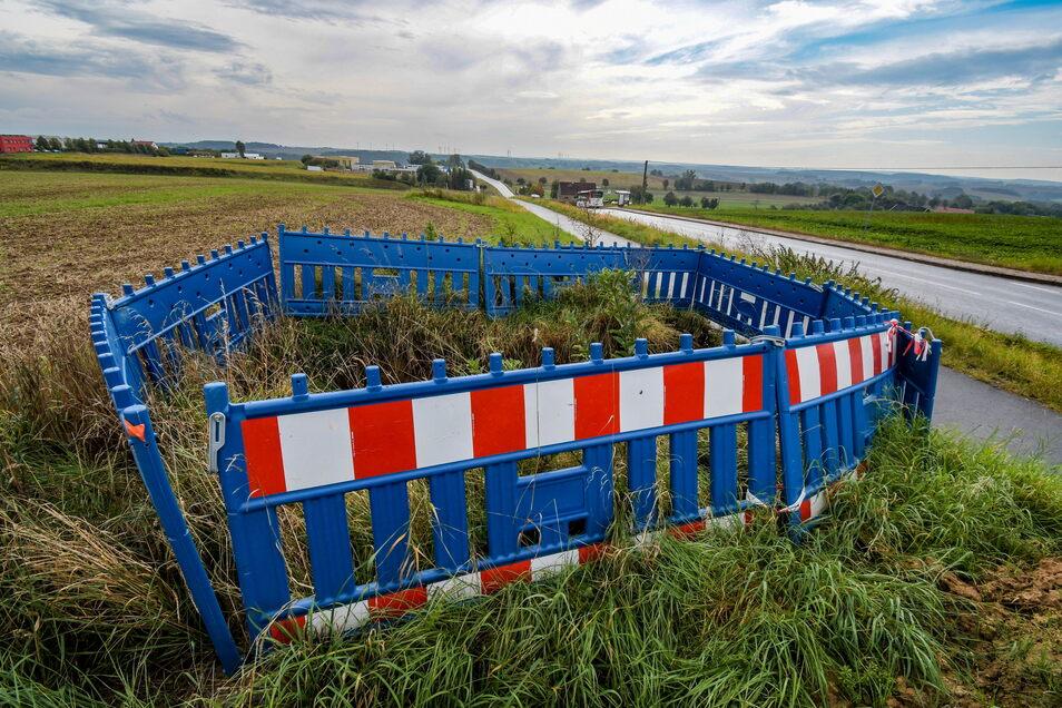 Zwischen dem Gebiet Klinge und dem Roßweiner Ortsteil Ullrichsberg lässt der Wasserverband gerade die Trinkwasserleitung erneuern. Das will die Kommune nutzen, um nahe dem ersten Gut einen Oberflurhydranten zur Löschwasserversorgung zu installieren. Letzt