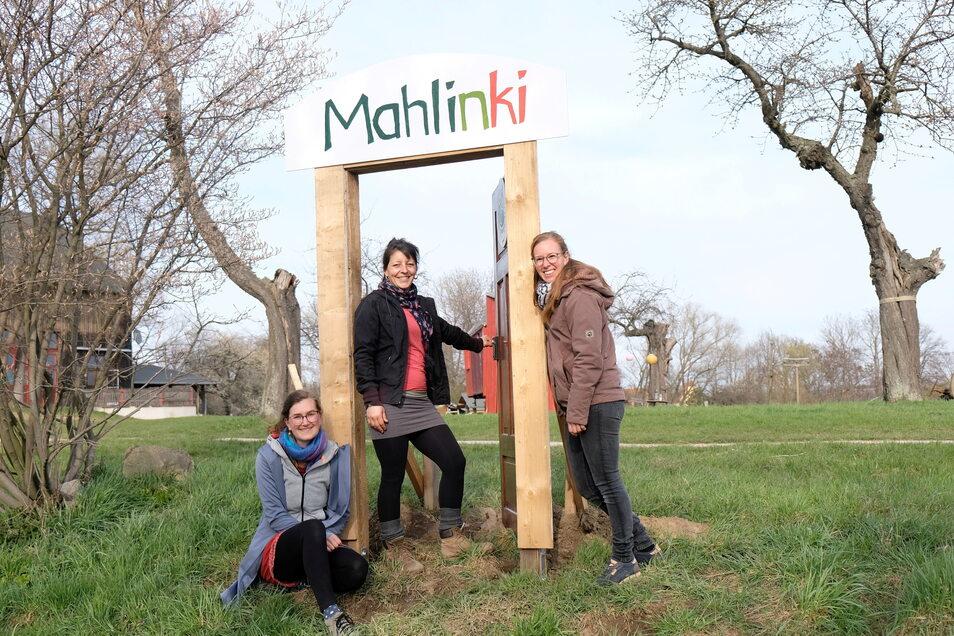 Magdalene Richter, Luise Steul und Rabea Ulrich (v.l.) sind drei der fünf Initiatoren, die auf dem Hof Mahlitzsch einen Bauernhof-Kindergarten gründen wollen.