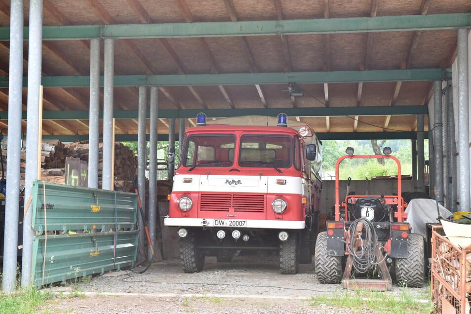 Seit dem Abriss des Gerätehauses in Löwenhain steht das örtliche Feuerwehrauto bei einem Bauunternehmen in Fürstenau.