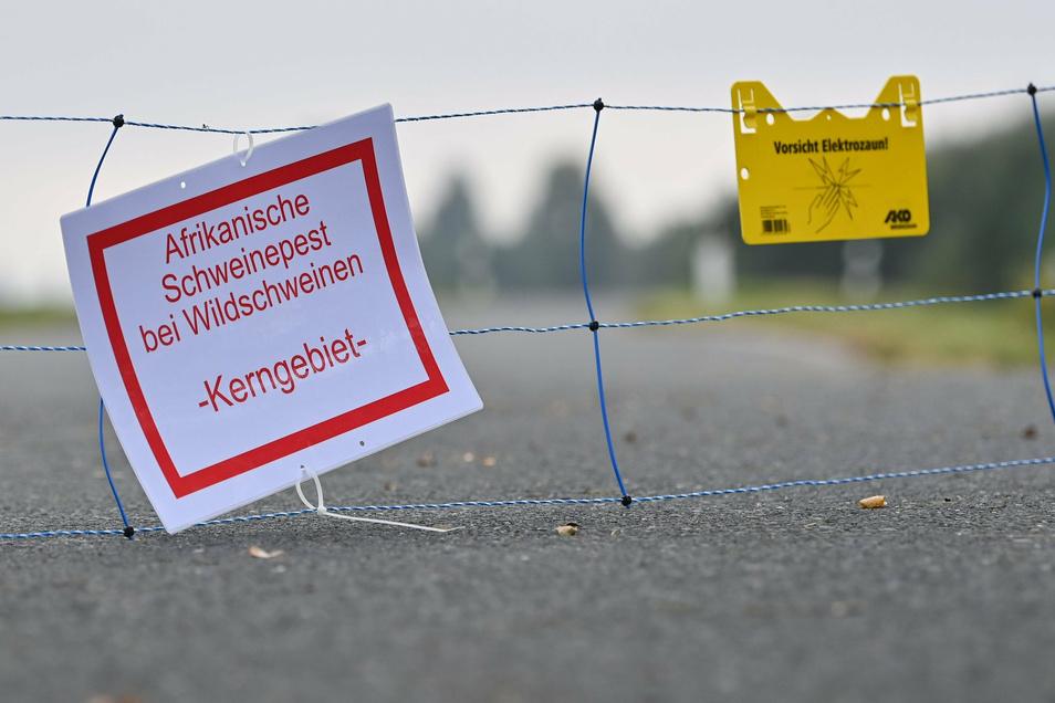 Im Landkreis Bautzen sind solche Schilder bisher unnötig. Doch das kann sich ganz schnell ändern. Eine mögliche Quelle für die Übertragung der Schweinepest sind Fleisch- und Wurstwaren aus infizierten Tieren.