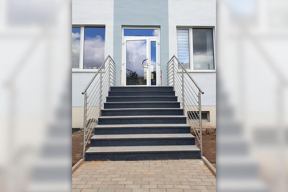 Dieses Edelstahl-Treppengeländer stellte die Firma Wachtel für eine Schule in Dresden