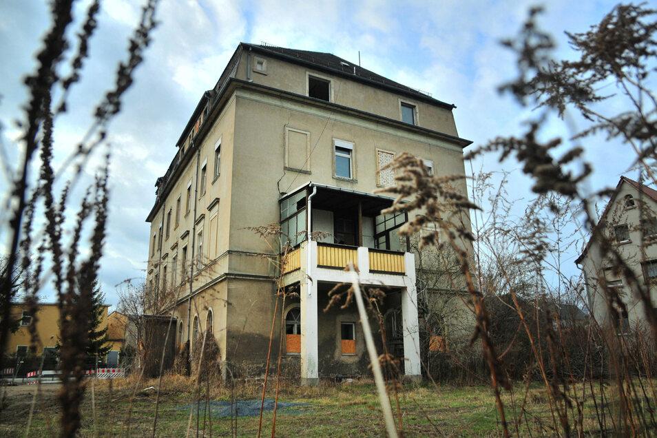 Die Villa am Fuchsbau in Großenhain soll saniert werden. Entstehen sollten acht moderne Wohnungen. Doch noch ist das Vorhaben nicht genehmigt.