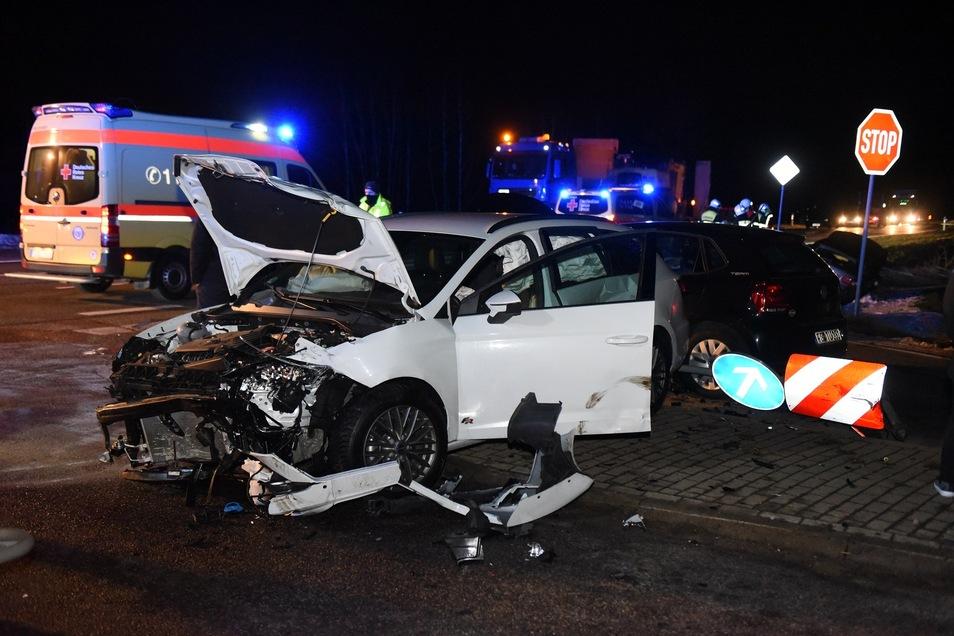 Auf der Staatsstraße 36 zwischen Hartha und Waldheim ereignete sich Mittwochabend ein schwerer Unfall.