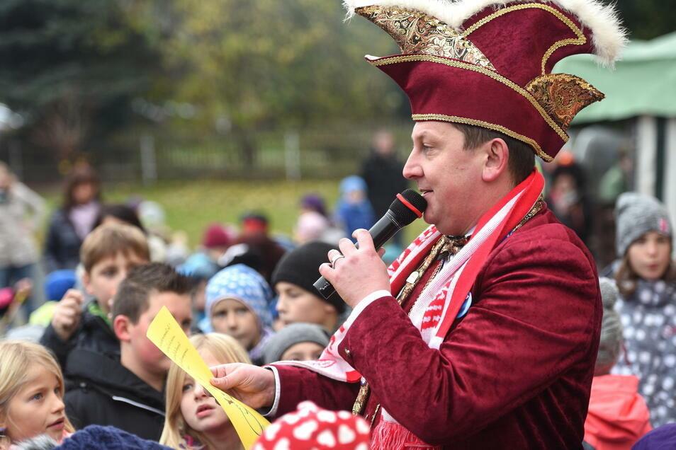 HKV-Präsident Paul Roscher in seinem Element. Doch in dieser Saison muss der Präsident des Herschdurfer Karnevalsvereins per Video die Narren um sich sammeln.