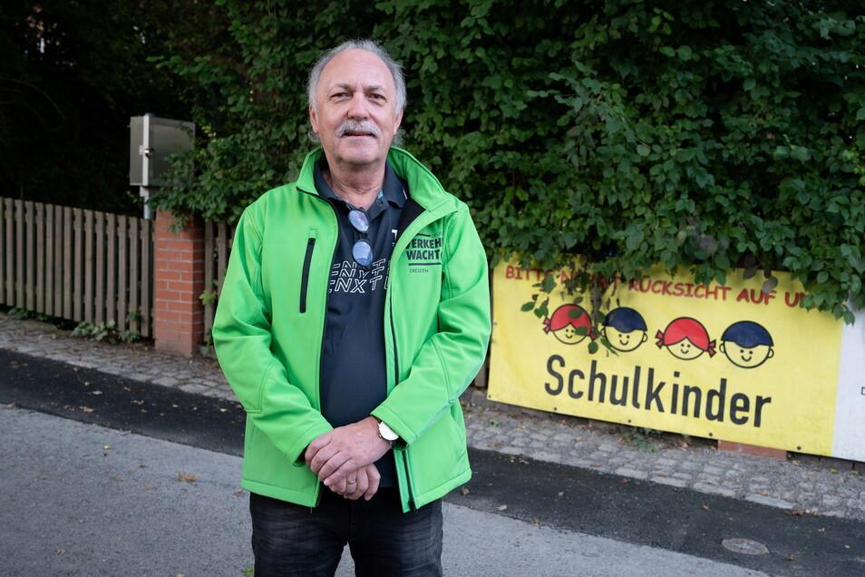Peter Samuel leitet die Verkehrswacht Dresden und koordiniert die Einsätze der Schulweghelfer.