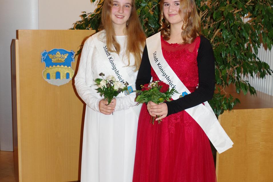 Franziska Neumann und Marie Ziesche sind die neuen Kameliendamen von Königsbrück. Sie sind Botschafterinnen für eine außergewöhnlich alte Pflanze.