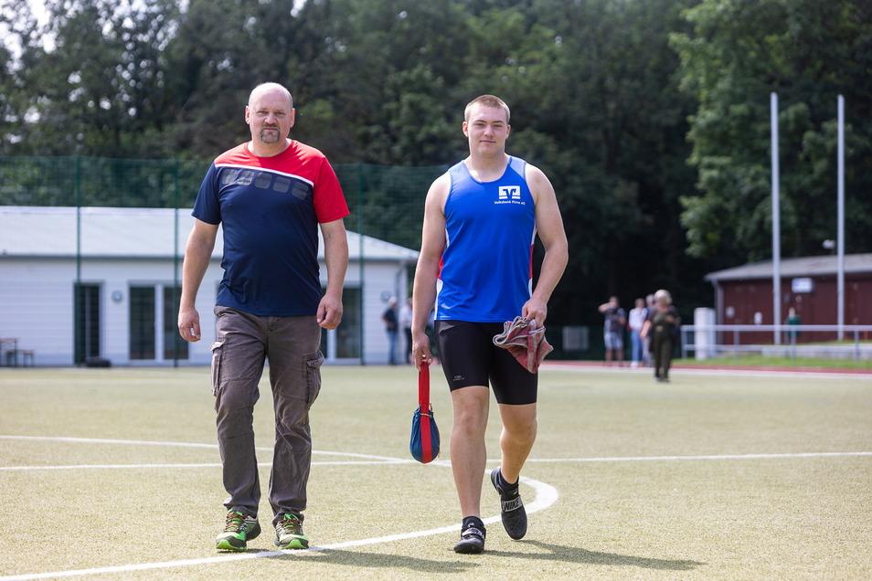 Vater Ronny Schober trainiert so oft es geht mit Sohn Lukas. Auf der Anlage in Freital-Weißig sind sie immer gern.