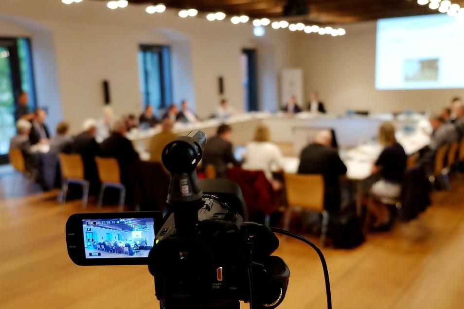 Seit 2017 werden Stadtrats- und Ausschusssitzungen in Meißen mitgeschnitten. Doch das könnte mit einer Stimme Widerspruch bald ein Ende haben.