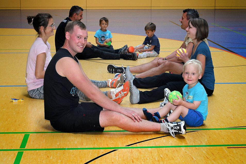 Für den Gymnastikraum gibt es andere Zeiten, damit in der halben Stunde Pause gelüftet und gewischt werden kann.