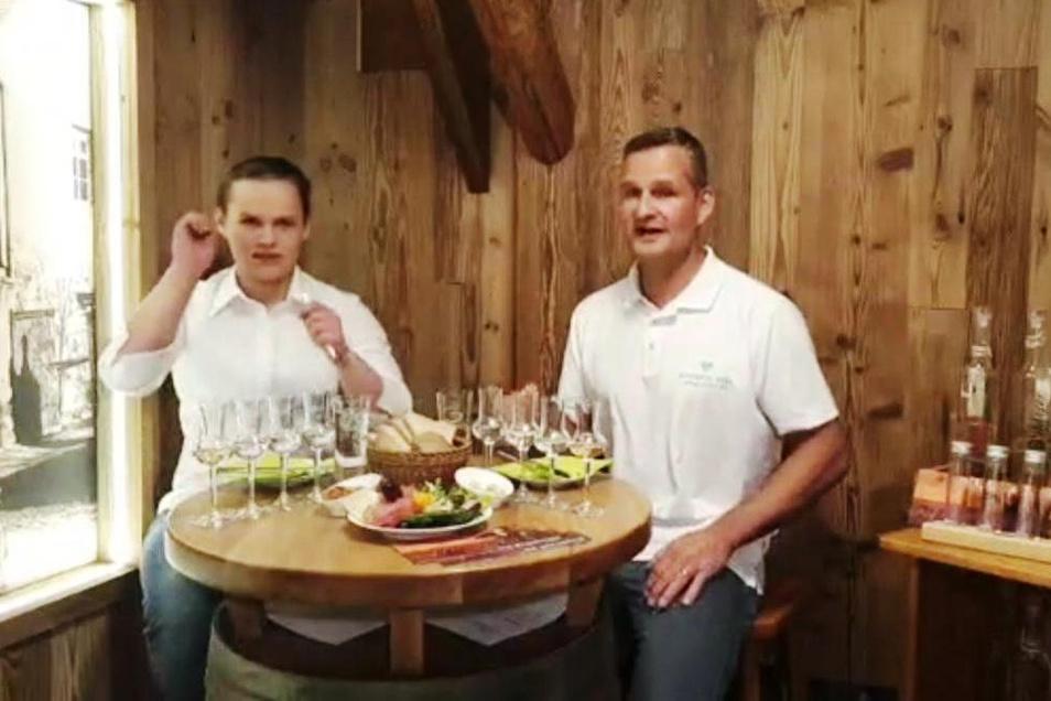 Neuland für den Dorfkrug Roda: Luisa und Marco Kalwak moderierten die erste Live-Schalte am Sonntag.