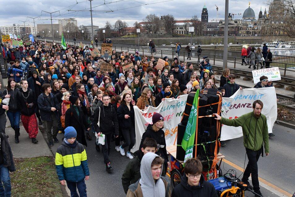 Klimaaktivisten sorgten zeitweilig für Stau in der Dresdner Innenstadt.