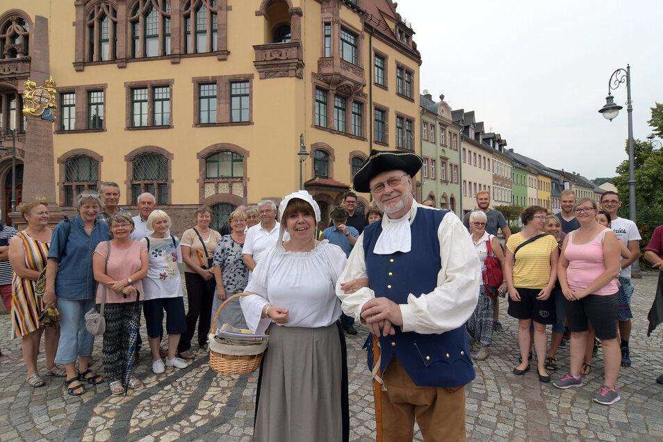 Bürgermeister Selle und Magd Johanna führten durch Waldheim.