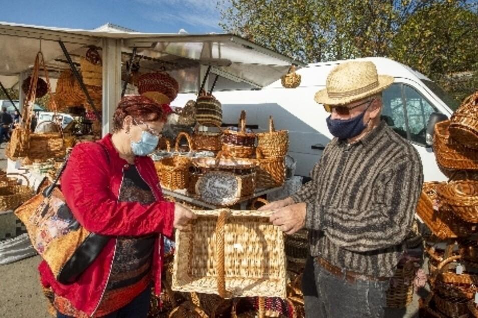 Für Handwerker wie Korbmachermeister Detlef Gedrange war der Markt eine gute Möglichkeit, ihre Produkte und Berufstradition vorzustellen