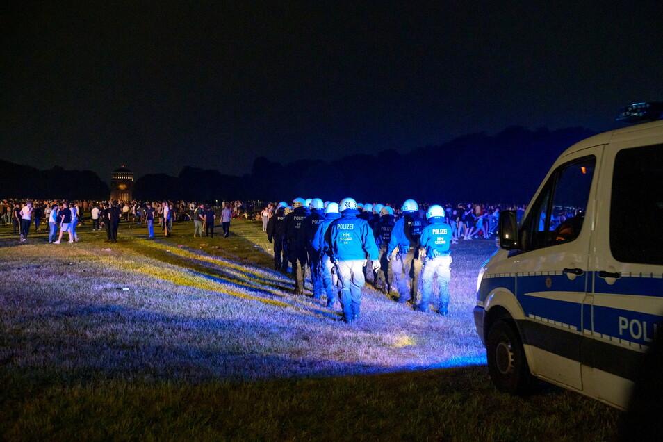 Hamburg: Polizeieinsatz auf der Hamburger Stadtpark-Wiese.