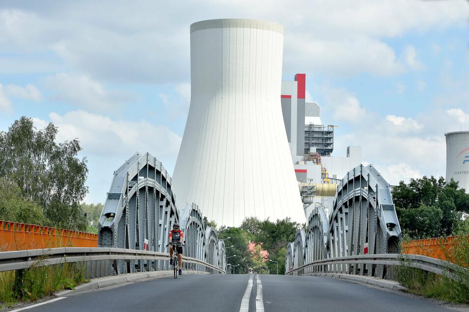 Blick auf den neuen Block auf dem Kraftwerksgelände Turow. Er soll 496 Megawatt erzeugen können.