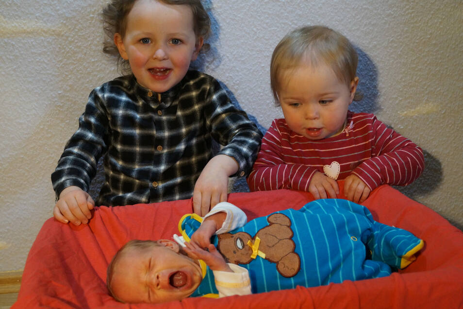 Jonathan Geboren am 5. März Geburtsort Görlitz Gewicht 2.460 Gramm Größe 48 Zentimeter Eltern Lisa und Tobias Ehme Geschwister Manuel und Lydia Wohnort Görlitz