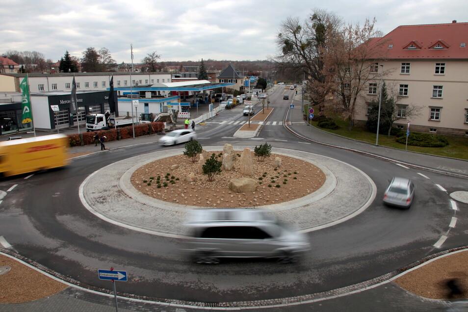 Neuer Kreisverkehr an der Ecke Rottwerndorfer/Zehistaer Straße: Nochmal voll gesperrt - allerdings nur nachts.