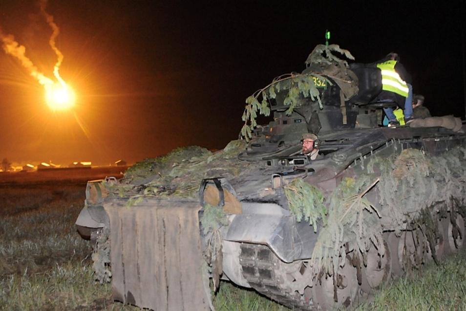 """Der Truppenübungsplatz Oberlausitz bietet der Panzergrenadierbrigade 41 """"Vorpommern"""" beste Bedingungen fürs Nachtschießen."""