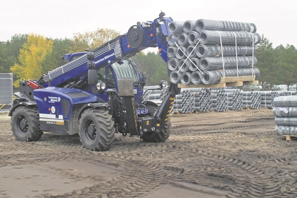 Auf dem Gelände des Bundeswehr-Truppenlagers Werdeck lagert Baumaterial für 25 Kilometer Zaun.