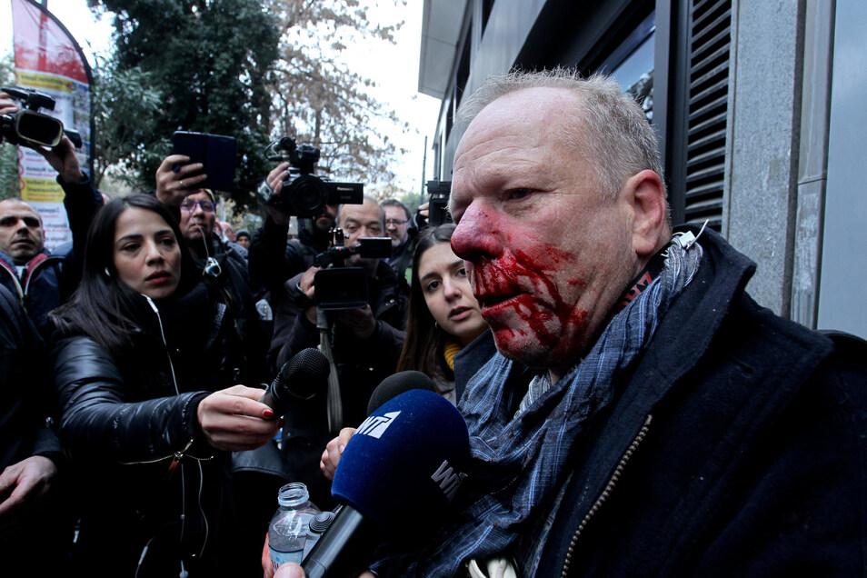 Der verletzte deutsche Journalist Thomas Jacobi gibt ein Interview.