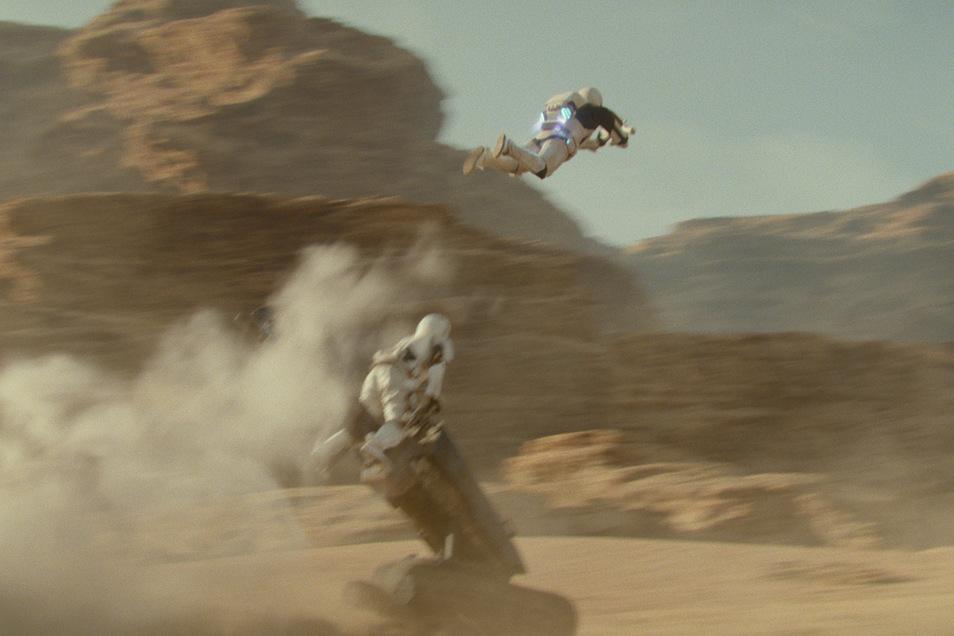 """Stormtroopers in einer Szene des Films """"Star Wars 9: Der Aufstieg Skywalkers""""."""