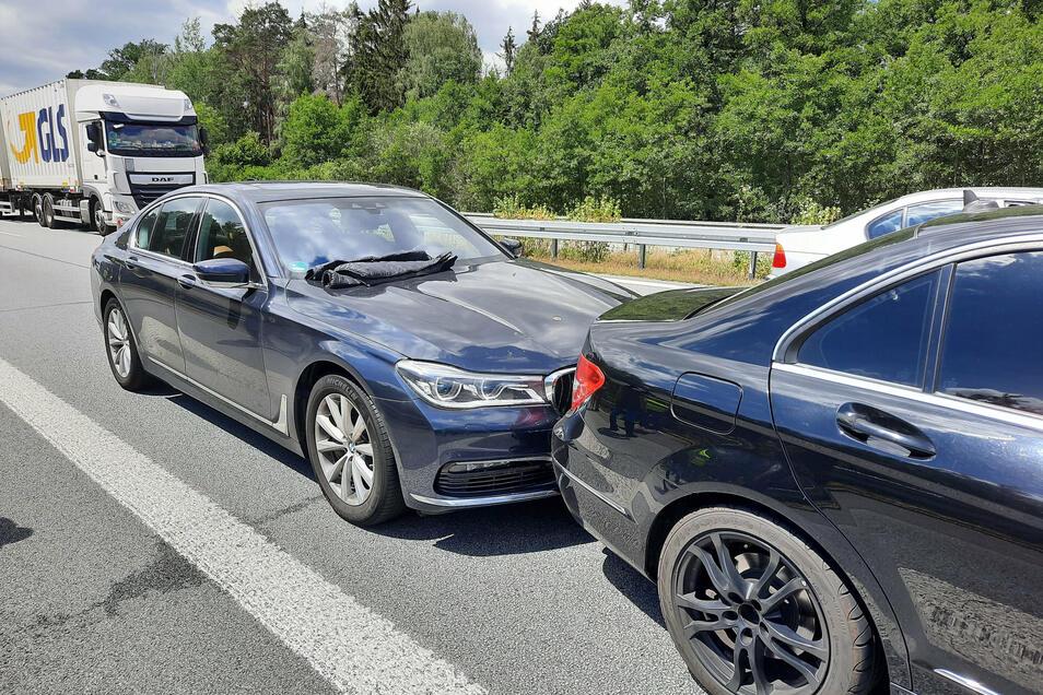 Um den BMW zu stoppen, hatte sich ein Zivilfahrzeug vor den Wagen gesetzt und ihn ausgebremst.