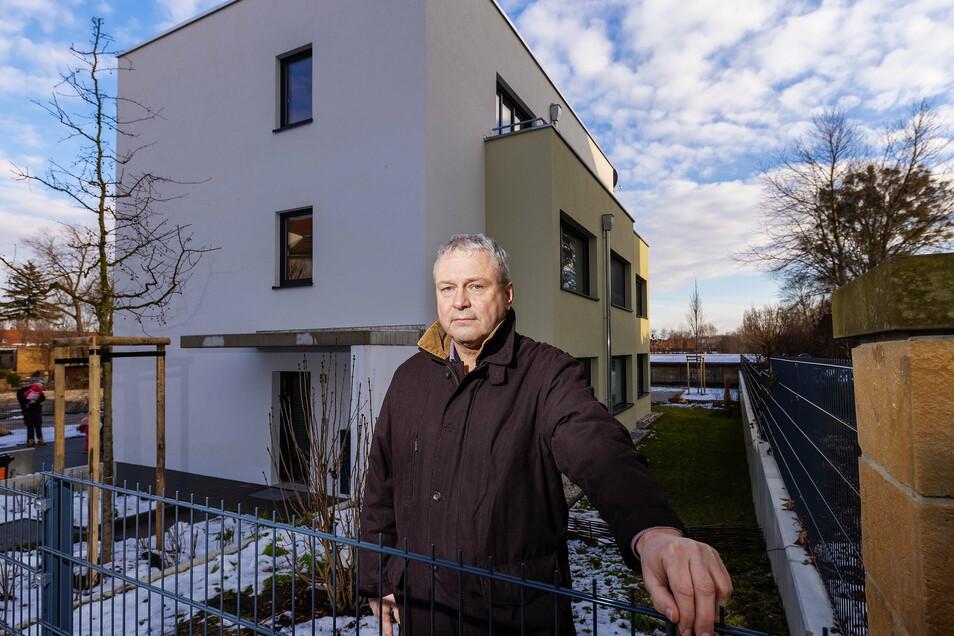 Das Haus ist fertig, allein der Schlüssel fehlt: Gunto Mörer hat den Großteil seiner mehr als 400.000 Euro teuren Wohnung schon bezahlt, kommt aber nicht rein.